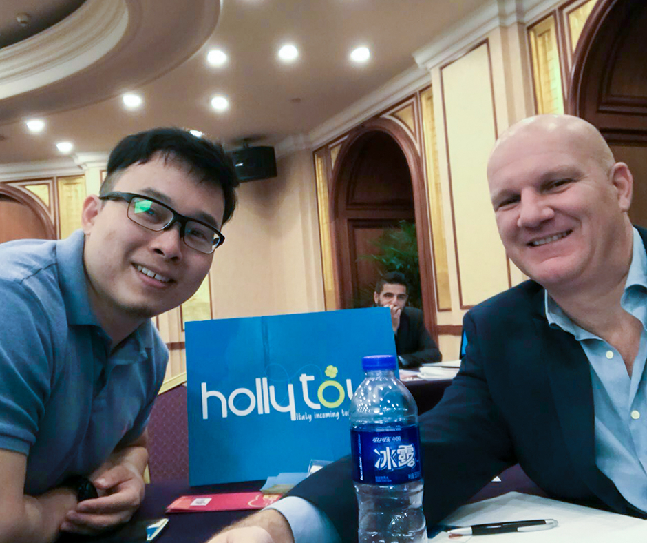 Agreement signed between Ctrip and Holly Tour